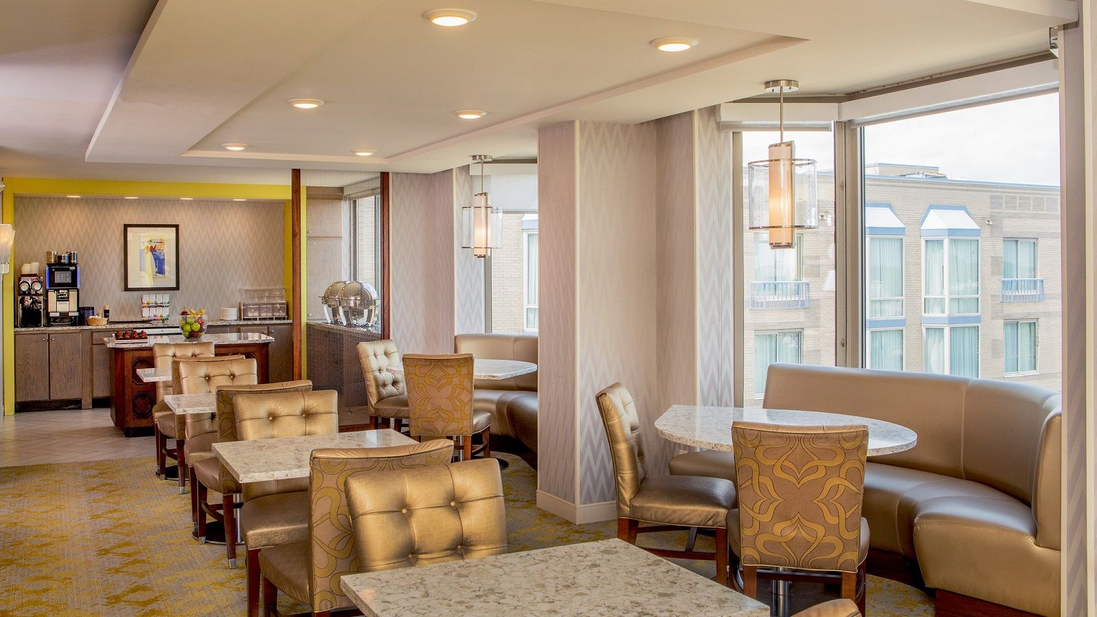 Elk Grove Hotel - Club Lounge